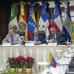 Former president of Spanish government Jose Luis Rodriguez Zapatero (L) Dominican President Danilo Medina (C) and Dominican Republic's Foreign Relations Minister Miguel Vargas Maldonado (2-R) take part in a meeting between representatives of the Venezuelan government and members of the opposition, at the Dominican Ministry of Foreign Affairs in Santo Domingo on December 1, 2017.  Amid marked scepticism Nicolas Maduro's government representatives and members of the Venezuelan opposition resumed mediated negotiations on Friday to seek for a solution to the deep crisis installed in the country.  / AFP PHOTO / Erika SANTELICES