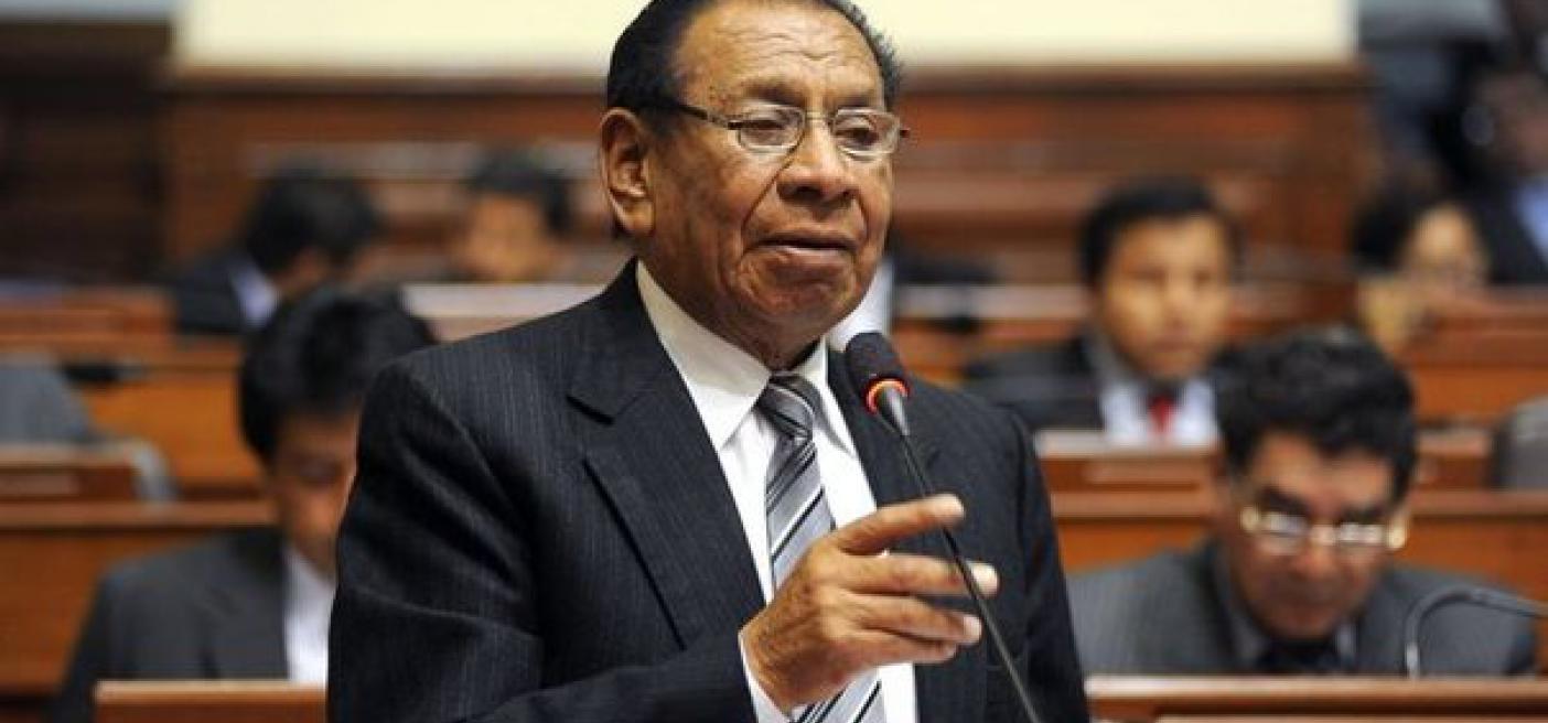 congresista peruano Justiniano Apaza