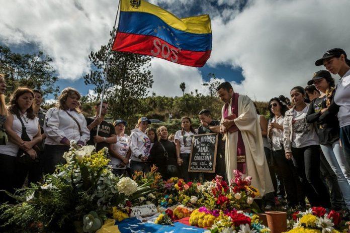funeral-de-Óscar-Pérez-cortesía-de-Meridith-Kohut-para-The-New-York-Times-696x464