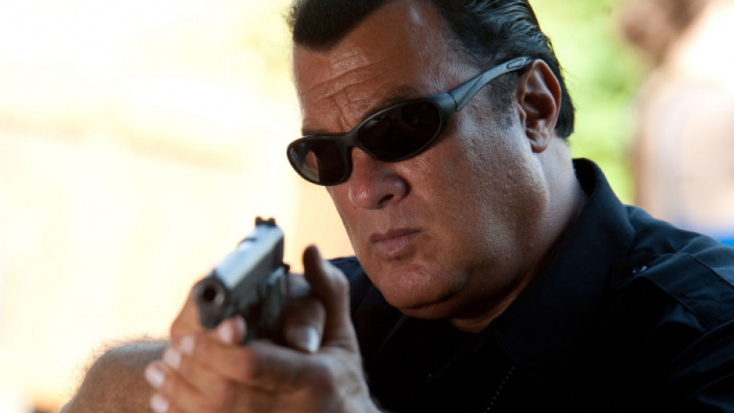 seagal_with_gun