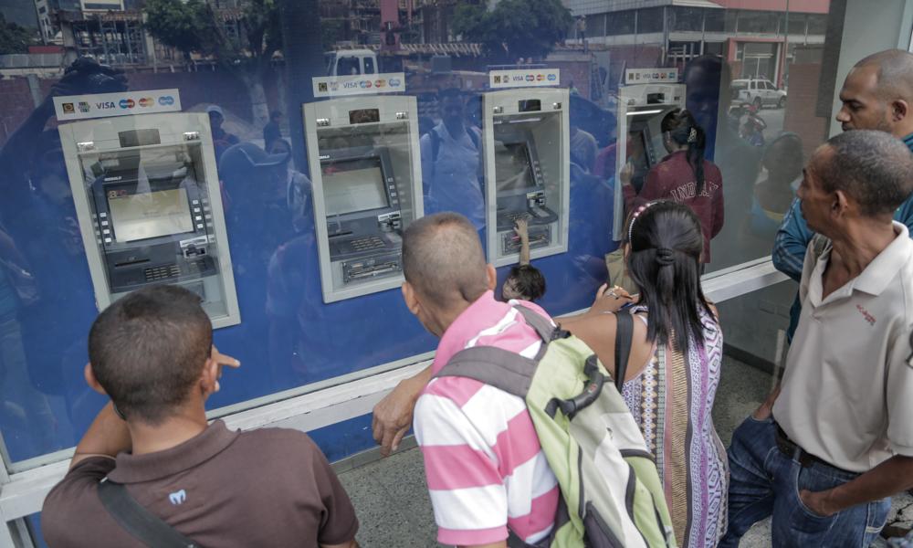 Banca venezolana palo abajo redujo cajeros empleados y for Oficinas y cajeros