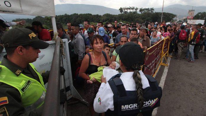 venezolanos-deportados-colombia-696x392