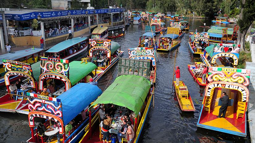 Canal de Xochimilco, en la Ciudad de México / Crossland, D.