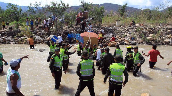 Cientos-Policia-Tachira-Venezuela-Colombia_LPRIMA20150825_0147_24