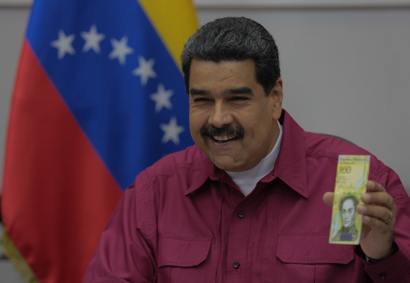 Presidente-Maduro-presenta-nuevo-billete-de-100-mil-bolívares