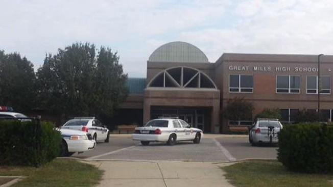 Tiroteo causa terror en una escuela secundaria de Maryland, Estados Unidos