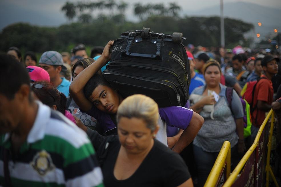 Historia de un venezolano que cambió su tienda de ropa para vender chucherías en Colombia
