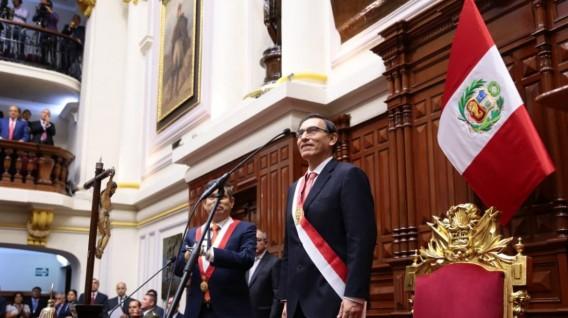 Martín Vizcarra juró como nuevo presidente de Perú