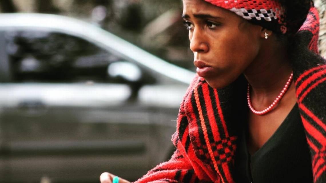 """Liliana, quien se hace llamar """"Caramelo"""", es la jefa de la pandilla Chacao, en Caracas, Venezuela. Rosalí Hernández Especial/Miami Herald"""