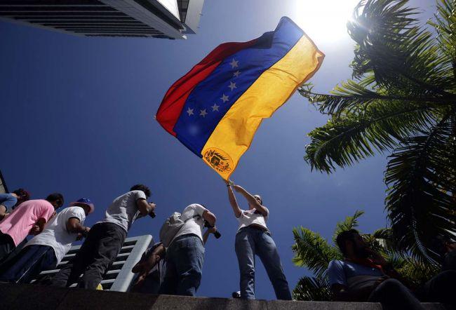 Venezolanos exiliados piden a España y Panamá que no envíen embajadores a Caracas