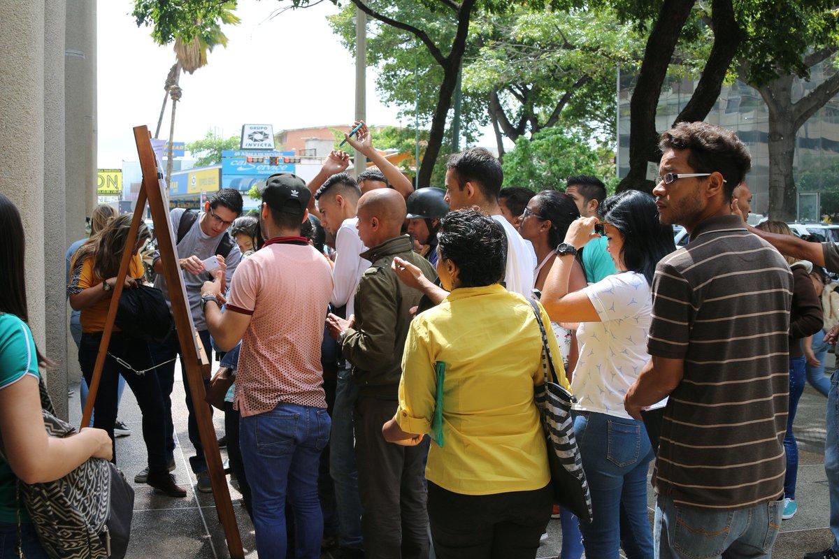 38 familias venezolanas que vivían alrededor del terminal de Bogotá fueron reubicadas