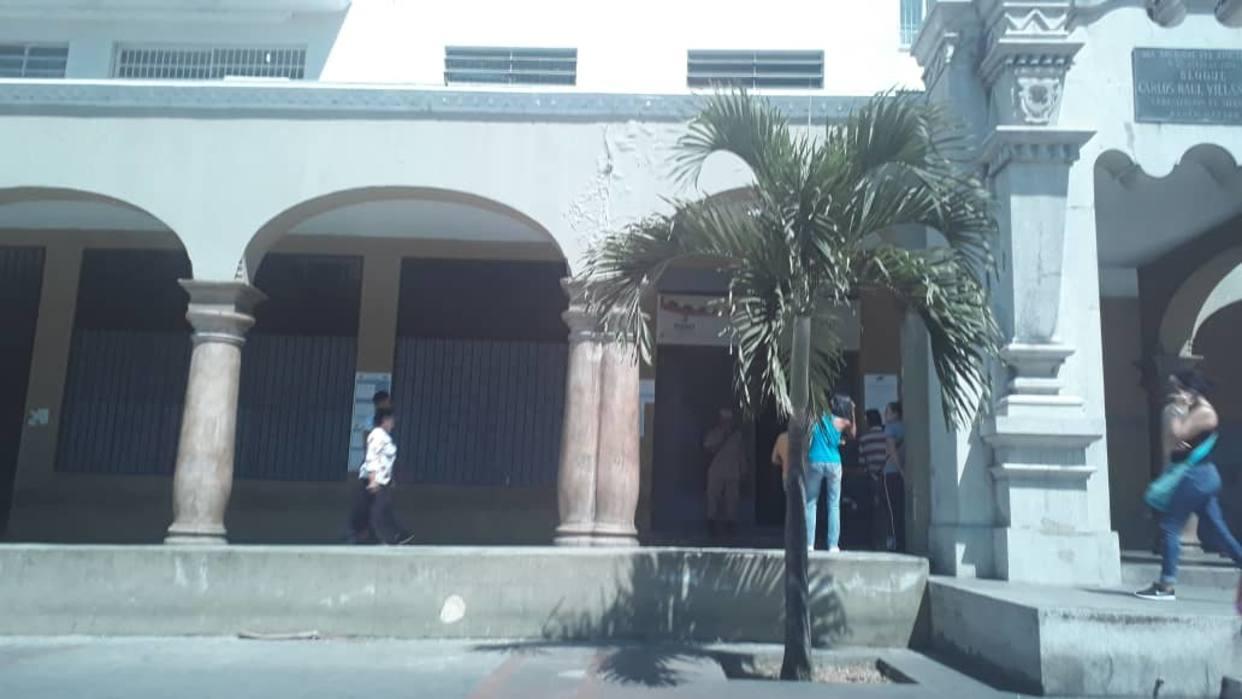 Baja afluencia de electores se mantiene en centro electoral de El Silencio / Foto: El Nacional
