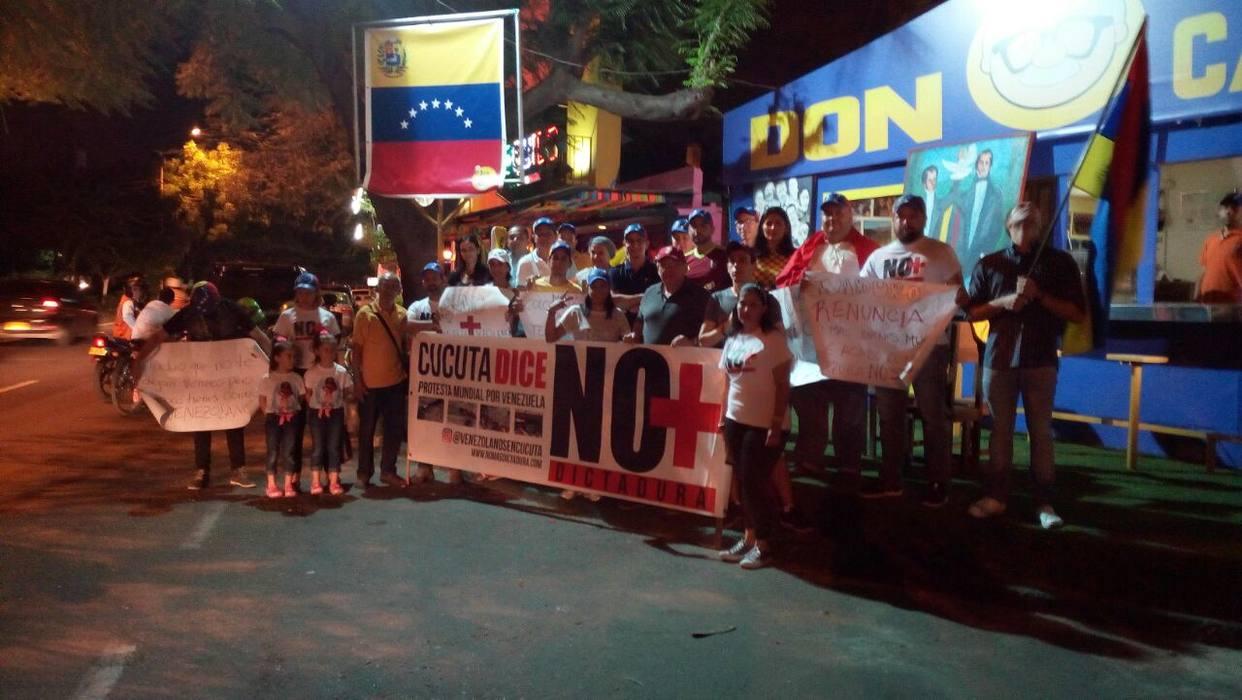 Ayuda alimentaria a venezolanos en las calles de Cúcuta  ¿un delito?