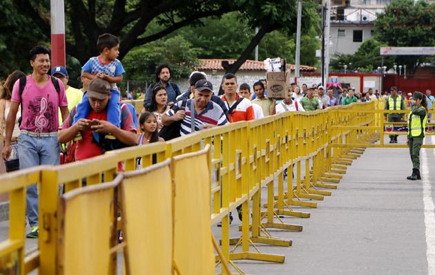 Colombia cierra sus fronteras en Venezuela