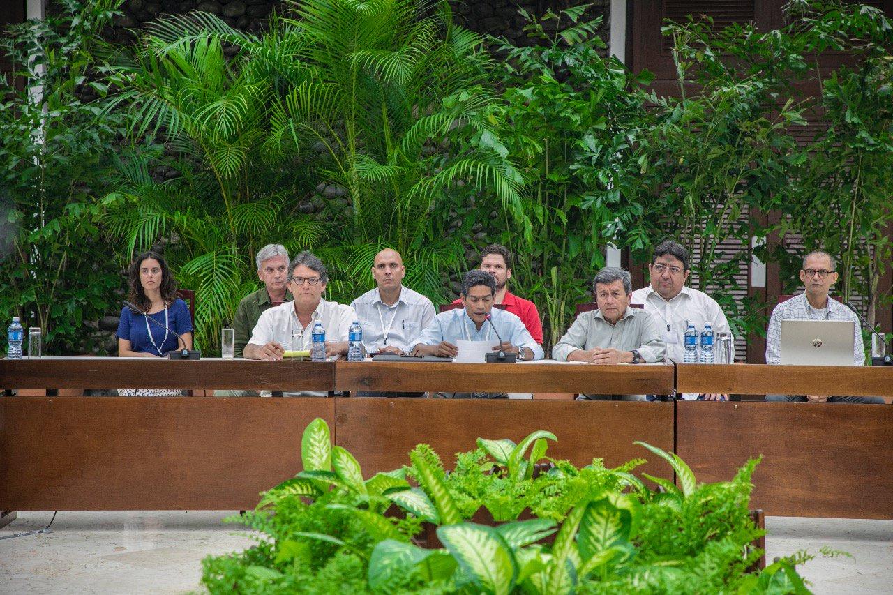 ELN y Gobierno de Colombia anuncian cese en diálogo  por elecciones