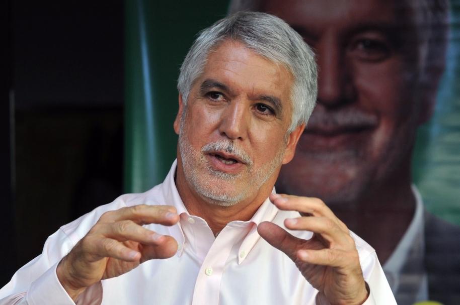Alcalde de Bogotá pide  otorgar nacionalidad a venezolanos