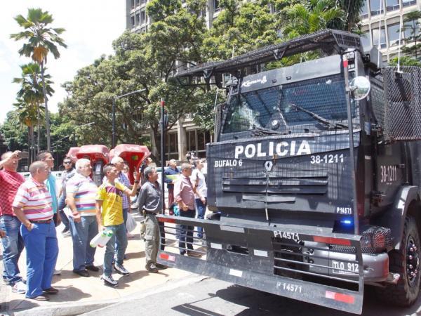 En esa tanqueta trasladaron a 'Poepeye' desde el Palacio de Justicia.  Foto: Jaiver Nieto / EL TIEMPO