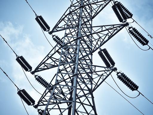 ¡Por ladron! Hombre muere electrocutado por tratar de robar guayas de alta tensión
