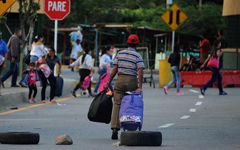 Ecuador se solidariza y coloca campamento para los emigrantes venezolanos