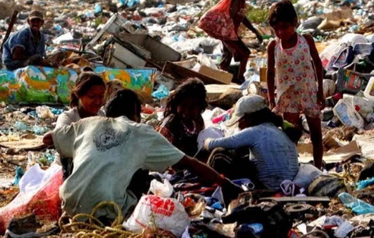 Mísero salario mínimo condena a venezolanos a vivir en pobreza extrema