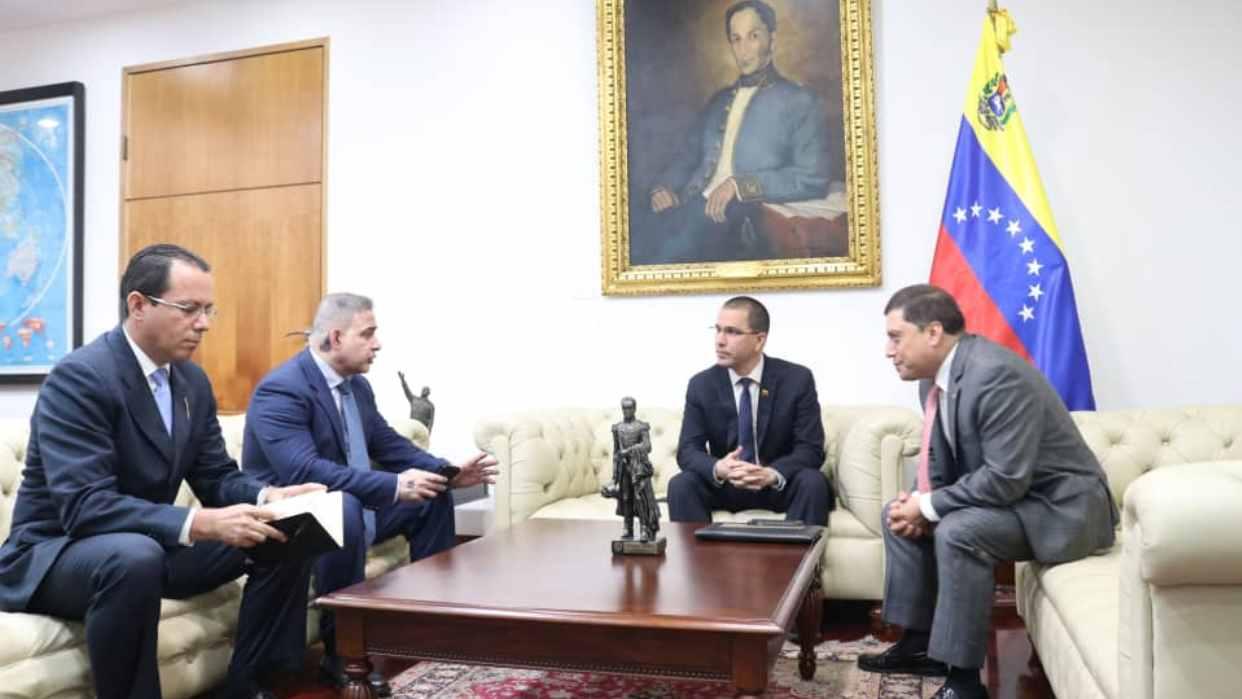 reunion-con-consejero-de-la-embajada-de-colombia-en-el-pais-1402