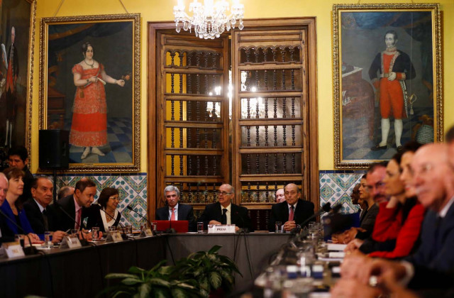 Peru's Foreign affair minister Ricardo Luna (C) and foreign affairs ministers and representatives from across the Americas meet to discuss issues related to the Venezuelan crisis, in Lima, Peru August 8, 2017. REUTERS/Mariana Bazo