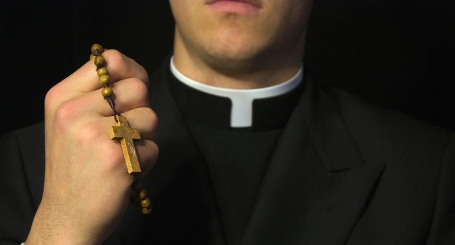 Colombiano se hizo pasar por sacerdote y obligó a venezolanos a grabar escenas sexuales