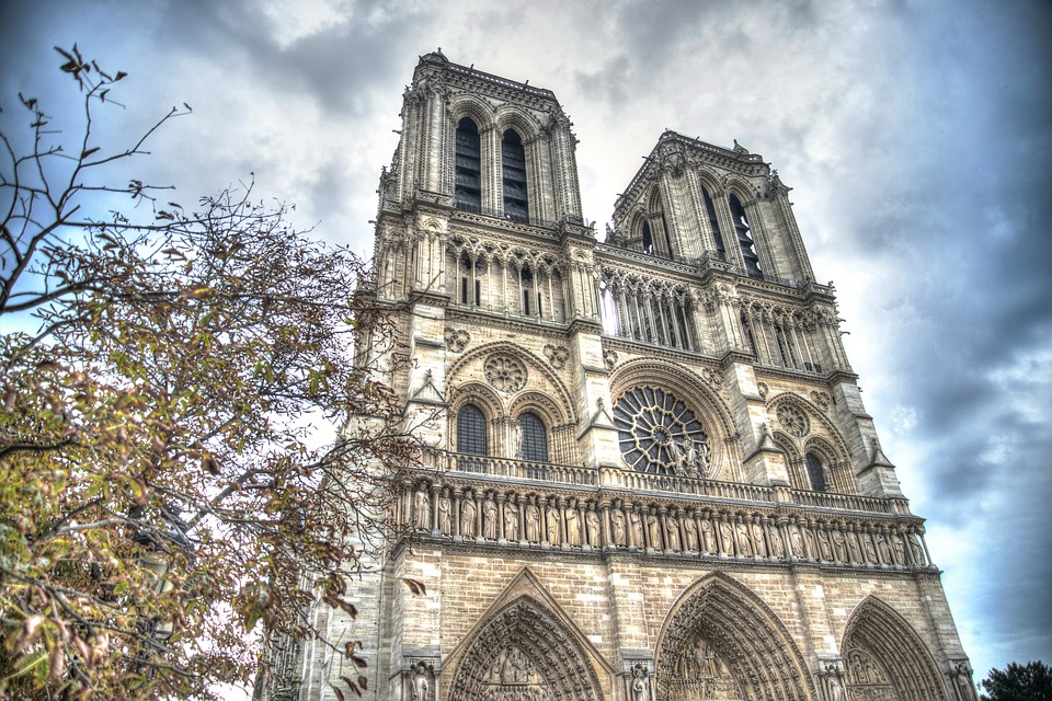 Investigaciones apuntan a accidental incendio en Notre Dame